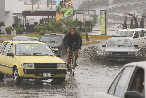 Flooded streets of Lima (Andina)