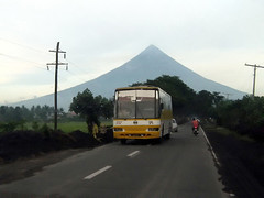 Is it the bus, or the volcano? (Chkz) Tags: santa bus volcano nissan diesel philippines rosa line mayon bicol sr 702 albay  amihan  rb46s pe6t exfoh chokz2go