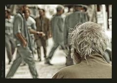 خارج از گود (yashar_z) Tags: oldman move mashhad khorasan مشهد حرکت گاری ناظر خسته پیرمرد ازدحام سکون جمعیت ازدهام بیننده