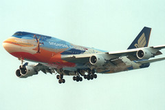 "9V-SPK 747-412 ""Singapore Airlines"" (Daryl Chapman's - Automotive Photography) Tags: hongkong crash accident taiwan taipei boeing 747 744 747412 25r specialscheme 9vspk sq006 83dead"