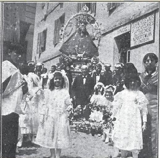 Procesión de la Virgen de la Esperanza en San Cipriano hacia 1913.