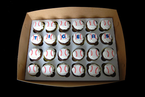End of season tball party - Tigers baseball cupcakes