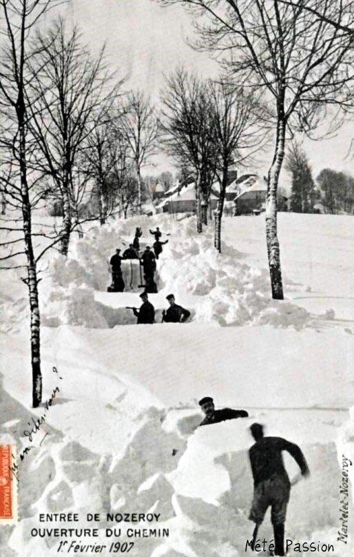 déblaiement d'une route à Nozeroy pendant l'hiver 1907
