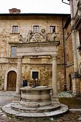 Montepulciano - Il Pozzo in Piazza ( iPatton ) Tags: italy lake italia pit campagna montepulciano toscana middleages oldcity umbria pozzo lagotrasimeno piazzagrande canoneos450d bellitalia piazzeitaliane