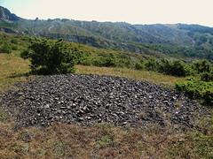 crostone frammentato di ossidi di manganese lungo la cresta argillosa che collega casda barboni a sasso simonei  RN