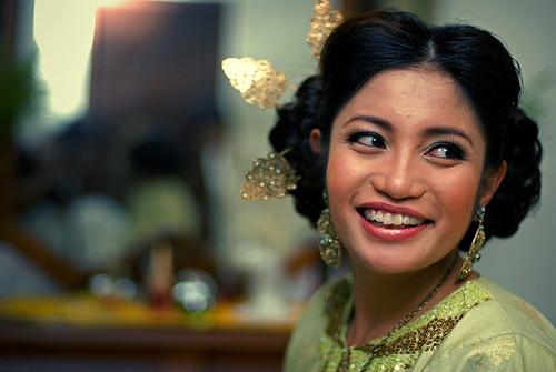 2009-12-05-bride-preparation-01-800w