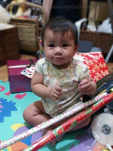Christmas wrapping with Lia 1