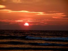 The last sunset is the prettiest one... (D a r s h i) Tags: sunset sun beach olympus seashore 2009 konkan ganpatipule lastsunset darshi darshita sp565uz