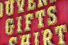 gifts (loop_oh) Tags: street las vegas usa shirt america advertising hotel lasvegas united nevada casino fremont resort souvenir gifts shirts gift experience states hotels fremontstreet resorts luminous casinos reklame souveniers fremontstreetexperience leuchtreklame luminousadvertising