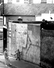 Irish burglary school (Brenda Malloy) Tags: street ireland dublin playing kids children fun play climbing brenda mischief malloy stoneybatter canoneosdigitalrebelxsi diogenes24