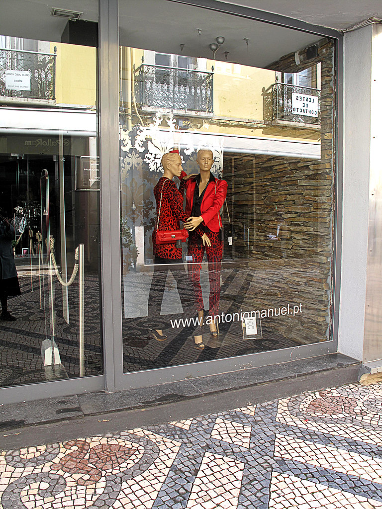 aa IMG 4925 Ladies Fashion Antonio Manuel. Shopping precinct, Faro. 2010