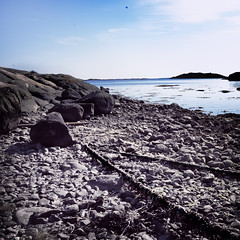 Dry seafloor (Dirigentens) Tags: water strand gteborg landscape seaside sweden stones low gothenburg rep dry rope level sverige frlunda waterscape stenar nset seafloor vstra lgvatten doublyniceshot seasceape stensholmen mygearandme onlythebestofnature ginordic1