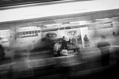Mtro Concorde - Paris (R e d o x) Tags: bw paris subway noiretblanc metro nb concorde grdigital ricoh grd