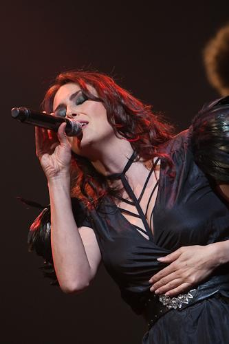 Sharon solo performances - Pagina 3 4039627413_d69eb8b8b8_o