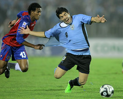 Uruguay 1 vs Costa Rica 1 (Sebastin2007) Tags: sports uruguay football costarica action soccer deporte montevideo ftbol estadiocentenario canonmarkiii luissuarez canon400f28lis stunningphotogpin