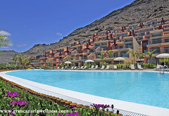 Piscina / Pool (Gran Canaria Wellness) Tags: sea sun sol beach pool beauty grancanaria relax hotel mar seaside meer playa canarias gloria palace piscina gran sheraton relaxation spa luxus islas canaria hoteles descanso lujo wellness wellbeing starwood lopesan