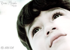 Olhando para o céu (MIRANDA, Bruno) Tags: brasil eyes olhos 100mm gustavo littleboy f28 pará garotinho expressãofacial brunomiranda expressionface