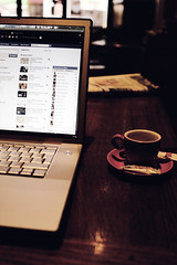 (Ludovic Mazet) Tags: apple coffee caf canon facebook macbook