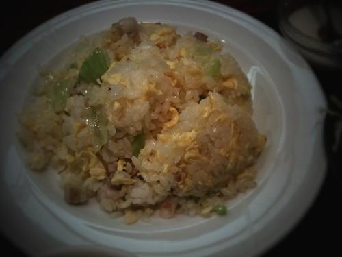 今日のランチはチャーシューとレタスの炒飯。