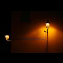 alcuni temono la vicinanza che allontana* (Magdalena Gmur) Tags: notte lampioni luce doppiaesposizione artofimages bestcapturesaoi elitegalleryaoi