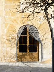 hivern a Mallorca (matilde.m.s) Tags: door shadow puerta ombra sombra ombre porta porte mallorca santany