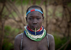 Nyangatom girl - Omo Ethiopia (Eric Lafforgue) Tags: girl necklace beads artistic culture tribal ornament tribes bodypainting tradition tribe ethnic rite tribo labret adornment pigments ethnology tribu o