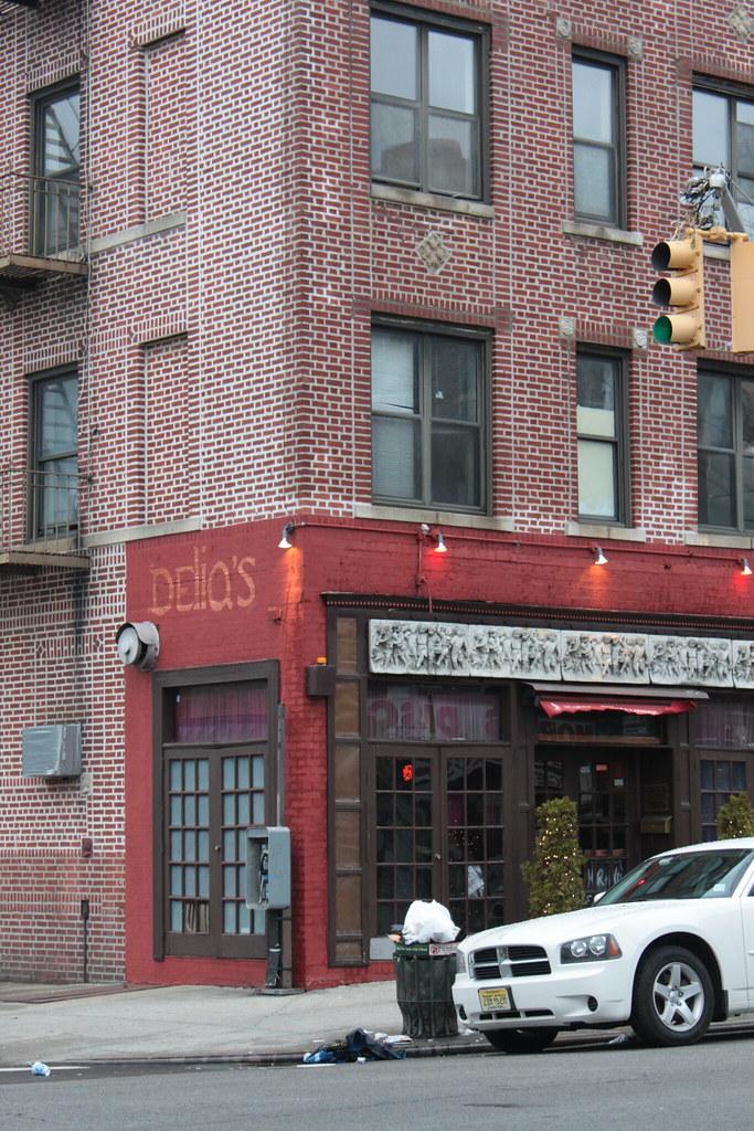 Delia's Lounge