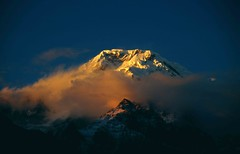ABC-Trek, Chomrong, Annapurna South Sunset - Explore (blauepics) Tags: schnee nepal camp snow mountains nature clouds trekking landscape rocks asia sonnenuntergang earth natur wolken images berge explore getty himalaya circuit landschaft base annapurna felsen explored machapuchre earthasia