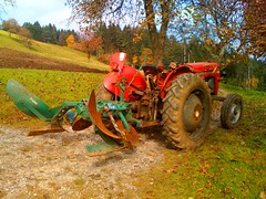 i144/365 - done (klugi) Tags: autumn tractor traktor farm plough bauernhof iphone pflug masseyferguson mf30