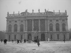 Snow (Hikaru Photoland) Tags: italy snow torino neve neige turin dicembre piazzacastello