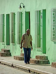 Mid-day walk in green (10b travelling) Tags: man green latinamerica ctb wall architecture facade walk havana cuba ten latinoamerica caribbean walls americas carsten kuba centralamerica brink 10b peopleset cmtb tenbrink