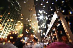 Feliz ano novo! (3) (poperotico) Tags: reveillon people rain brasil buildings lens avenida pessoas saopaulo fireworks crowd chuva newyear flare anonovo paulista fogos predios artificio