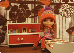 Pomme feels stuck in the seventies ^-^ (megipupu) Tags: vintage miniature doll furniture handmade knit 70s blythe seventies cardigan dollhouse bl kozy kape kozykape megipupu