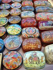 Anjuna markt / Anjuna market (dietmut) Tags: travel india tourism asia december goa journey boxes dozen 2009 sonycybershot reizen azi doosjes anjunamarket sonydsct200 earthasia dietmut deelstaat anjunamarkt ajunamarkt