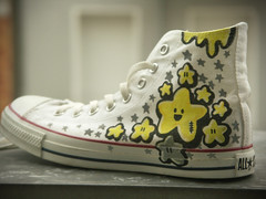ChombaChucks (Stick-A-Thing_____S_____ A_____T) Tags: white black yellow happy shoe star estrela converse customized jabba characters feliz custom chucks allstars personagem zapato plopp greay chomba stickathing