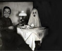 Aamukaffella haamun kanssa. (junkohanhero) Tags: coffee ghost kummitus junkohanhero haamu aamukaffe