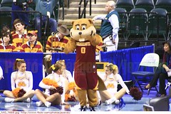 Goldy Gopher - mascot Minnesota Golden Gophers cheerleaders 2010-03-04 0234 Minnesota + Penn State (Badger 23 / jezevec) Tags: ladies college minnesota basketball lady women university state universit universit womens mascot penn lions donne conference mulheres bigten cheerleader majorette gopher  mujeres femmes 2010 ragazza faculdade baloncesto vrouwen frauen goldy nittanylions hochschule  basketbal pallacanestro    jezevec    goldengophers      animadora minnesotagoldengophers          badger23  kokov basketbalov  lderdaclaque 20100304