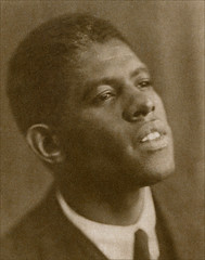 Roland Hayes around 1926 (newmexico51) Tags: portrait man celebrity vintage georgia photo foto antique photograph singer blackman homem hombre homme 1926 tenor omegapsiphi twenties photogravure rolandhayes curryville lyrictenor spingranmedal blanchedelovière