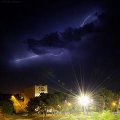 Duel lectrique (Le***Refs *PHOTOGRAPHIE*) Tags: lighting longexposure light storm night clouds nikon halo flare nuit nord lampadaire banlieue orages 105mm zn zup d90 clairs lerefs
