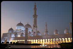 Sunset (franz75) Tags: nikon d80 uae emiratiarabiuniti asia oriente mediooriente middleeast greatmosque grandemoschea moschea mosque sheikh zayed sceicco tramonto sunset luci lights