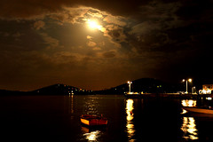 Full moon and rain (fafaru mitihue) Tags: moon water night lune turkey mond eau wasser nacht trkiye fullmoon turquie trkei ay nuit vollmond gece langzeitbelichtung longtimeexposure pleinelune mehtap onthewater dolunay surleau aufdemwasser expositionlonguedure fafamiti