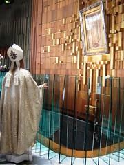 Bajo tu amparo nos acogemos (arosadocel) Tags: méxico guadalupe virgen maría obispo basílica católico tepeyac oración