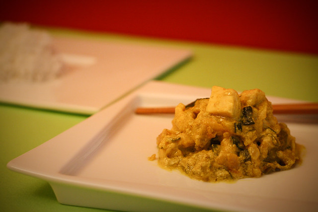 Pollo al curry con arroz basmaty