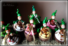 Duendecillos golosos (ArtWen) Tags: navidad duende artwen porcelanafriaartwenduendenavidad