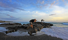 The Photographers (ツMaaar) Tags: longexposure sunset bali stone photographer tripod pantai canggu photographerinaction searock img0928 tropicaliving jeffiebrown photographerheboh sesehbeach pantaidibali pantaididaerahcanggu