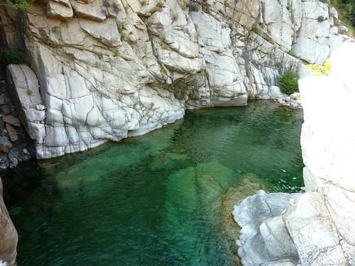 Paysage de la descente du ruisseau de Sainte-Lucie en balade aquatique