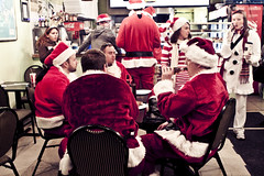 Off day like Ferris Bueller (In a N.Y. State Of Mind) Tags: beer santaclaus santacon pizzeria ef247028l