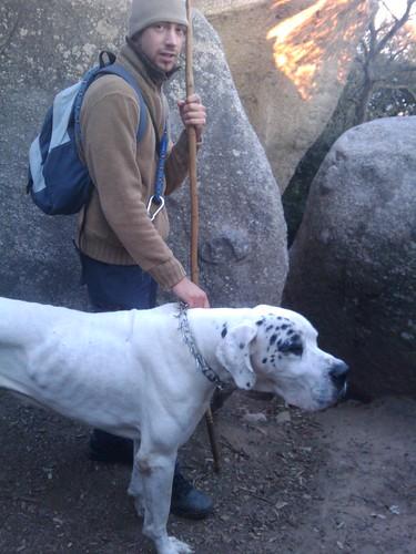 Vildsvinsjakt med hund, stav och kniv