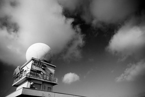 雨を見る電気の目 (weather radar)