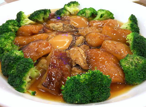 Braised Sea Cucumber and Dried Mussels with Broccoli